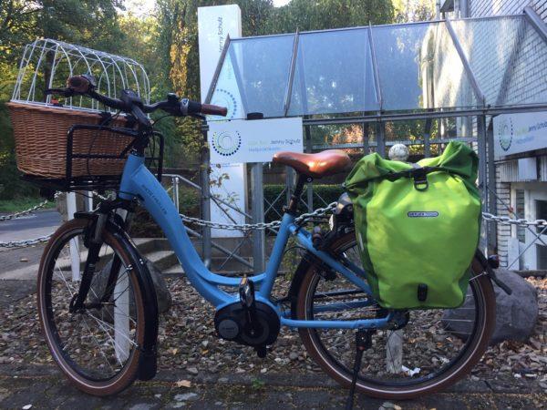 Fahrrad vor Praxis-Eingang